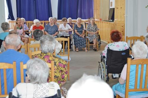 idősek ismerősök